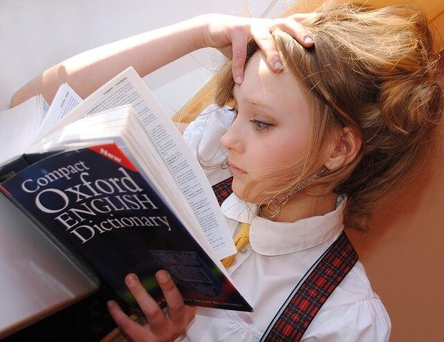 Девчонка с книгой